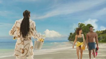 Corona Extra TV Spot, 'Friends' Featuring Snoop Dogg, Bad Bunny, Song by Whodini - Thumbnail 4