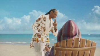 Corona Extra TV Spot, 'Friends' Featuring Snoop Dogg, Bad Bunny, Song by Whodini - Thumbnail 7