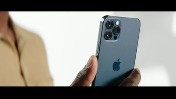 Verizon TV Spot, 'Only Thing Better Than Getting an iPhone 12 Is Giving One' - Thumbnail 5