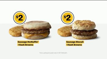 McDonald's TV Spot, 'El hoy brindo yo meal ... casi: Sausage McMuffin y Biscuit con Hash Browns' [Spanish] - Thumbnail 9