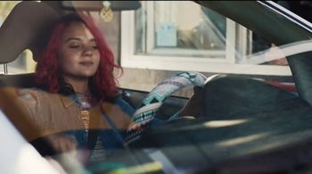 McDonald's TV Spot, 'El hoy brindo yo meal ... casi: Sausage McMuffin y Biscuit con Hash Browns' [Spanish] - Thumbnail 2