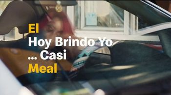 McDonald's TV Spot, 'El hoy brindo yo meal ... casi: Sausage McMuffin y Biscuit con Hash Browns' [Spanish] - Thumbnail 5