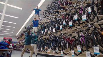 Academy Sports + Outdoors All for Mom 4-Day Sale TV Spot, 'Ropa y bicicletas' [Spanish] - Thumbnail 4