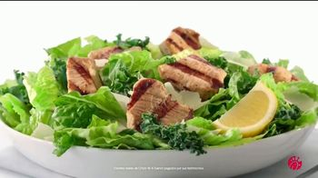 Chick-fil-A Lemon Kale Caesar Salad TV Spot, 'Los pequeños detalles: Rafael y Betsy' [Spanish] - Thumbnail 2