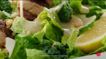 Chick-fil-A Lemon Kale Caesar Salad TV Spot, 'Los pequeños detalles: Rafael y Betsy' [Spanish] - Thumbnail 3