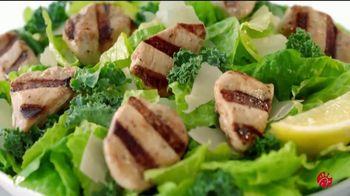 Chick-fil-A Lemon Kale Caesar Salad TV Spot, 'Los pequeños detalles: Rafael y Betsy' [Spanish] - Thumbnail 7