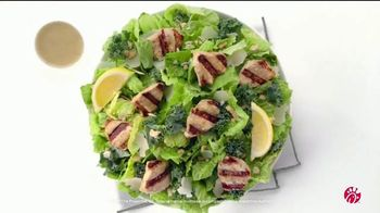 Chick-fil-A Lemon Kale Caesar Salad TV Spot, 'Los pequeños detalles: Rafael y Betsy' [Spanish] - Thumbnail 8