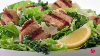 Chick-fil-A Lemon Kale Caesar Salad TV Spot, 'Los pequeños detalles: Carol y Miguel' [Spanish] - Thumbnail 3
