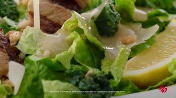 Chick-fil-A Lemon Kale Caesar Salad TV Spot, 'Los pequeños detalles: Carol y Miguel' [Spanish] - Thumbnail 8
