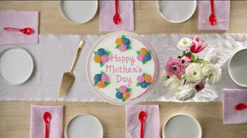 Dairy Queen Cakes TV Spot, 'The Mother of All Mother's Day Treats' - Thumbnail 2