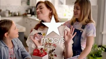Macy's Mother's Day Sale TV Spot, 'Perfect Gift for Mom' - Thumbnail 8