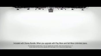 Verizon TV Spot, 'The Best: Start Unlimited, Disney+, Discovery+, Best Phones' - Thumbnail 7