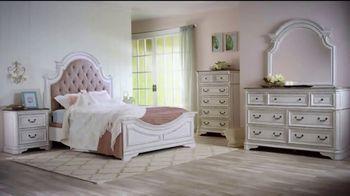 Bob's Discount Furniture TV Spot, 'Scarlett Queen Bedroom Set: $1999' - Thumbnail 4