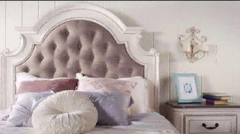 Bob's Discount Furniture TV Spot, 'Scarlett Queen Bedroom Set: $1999' - Thumbnail 5
