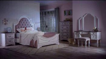 Bob's Discount Furniture TV Spot, 'Scarlett Queen Bedroom Set: $1999' - Thumbnail 6