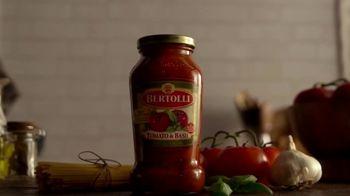 Bertolli TV Spot, 'Behind the Tuscan Taste: Vine Ripened Tomatoes' - Thumbnail 3