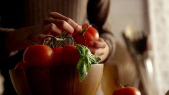 Bertolli TV Spot, 'Behind the Tuscan Taste: Vine Ripened Tomatoes' - Thumbnail 4