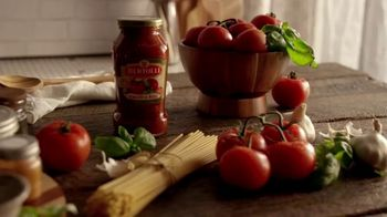 Bertolli TV Spot, 'Behind the Tuscan Taste: Vine Ripened Tomatoes' - Thumbnail 8