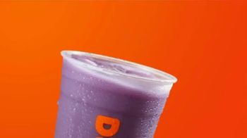 Apple Cranberry Dunkin' Refreshers TV Spot, 'Fall Into Flavorful' - Thumbnail 4