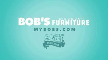 Bob's Discount Furniture 30th Anniversary TV Spot, 'Legos y cama Keystone' [Spanish] - Thumbnail 9