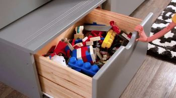 Bob's Discount Furniture 30th Anniversary TV Spot, 'Legos y cama Keystone' [Spanish] - Thumbnail 6