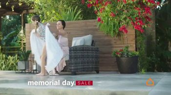 Ashley HomeStore Memorial Day Sale TV Spot, 'Up to 30% Off or No Interest' - Thumbnail 3