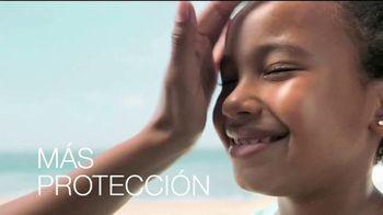 Neutrogena Beach Defense TV Spot, 'Más protección. Más sol.' [Spanish]
