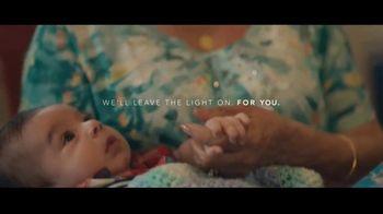 Motel 6 TV Spot, 'We'll Leave the Light On for Abuela & Tito'