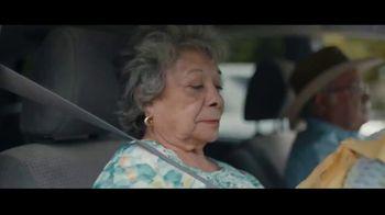 Motel 6 TV Spot, 'We'll Leave the Light On for Abuela & Tito' - Thumbnail 4