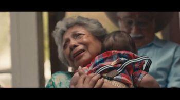 Motel 6 TV Spot, 'We'll Leave the Light On for Abuela & Tito' - Thumbnail 6