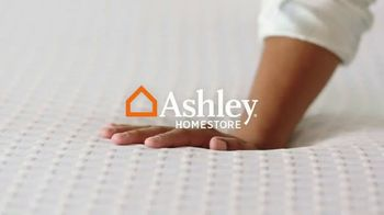 Ashley HomeStore Venta de Memorial Day TV Spot, 'Ahorra hasta $500 dólares' [Spanish] - Thumbnail 1