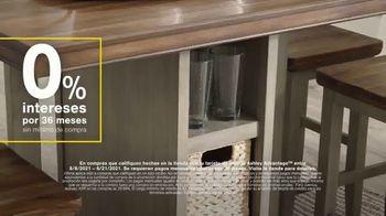 Ashley HomeStore Swing Into Summer Sale! TV Spot, 'Estilos de verano' [Spanish] - Thumbnail 3