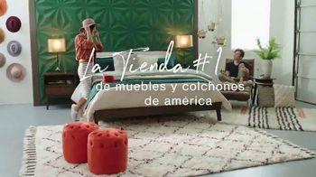 Ashley HomeStore Swing Into Summer Sale! TV Spot, 'Estilos de verano' [Spanish] - Thumbnail 6