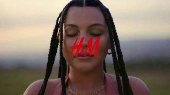 H&M TV Spot, 'Paloma Elsesser's Summer in H&M Swimwear' Feat. Bintou Sillah, Nouri Hassan, Song by Fousheé - Thumbnail 1