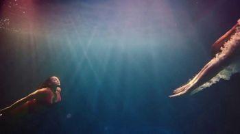 H&M TV Spot, 'Paloma Elsesser's Summer in H&M Swimwear' Feat. Bintou Sillah, Nouri Hassan, Song by Fousheé - Thumbnail 5
