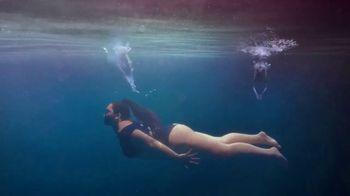 H&M TV Spot, 'Paloma Elsesser's Summer in H&M Swimwear' Feat. Bintou Sillah, Nouri Hassan, Song by Fousheé - Thumbnail 6