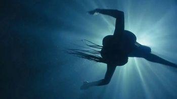 H&M TV Spot, 'Paloma Elsesser's Summer in H&M Swimwear' Feat. Bintou Sillah, Nouri Hassan, Song by Fousheé - Thumbnail 7