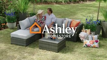Ashley HomeStore Memorial Day Weekend Sale TV Spot, 'Sofa and Bed Doorbusters' - Thumbnail 1