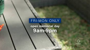 Ashley HomeStore Memorial Day Weekend Sale TV Spot, 'Sofa and Bed Doorbusters' - Thumbnail 4