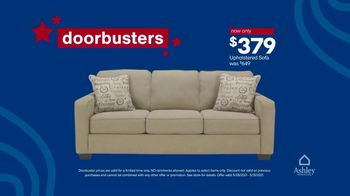 Ashley HomeStore Memorial Day Weekend Sale TV Spot, 'Sofa and Bed Doorbusters' - Thumbnail 5