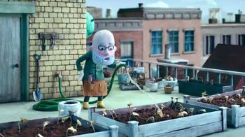 Cadbury Caramello TV Spot, 'Gardening' - Thumbnail 2