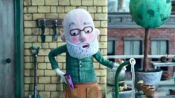 Cadbury Caramello TV Spot, 'Gardening' - Thumbnail 3