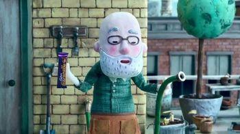 Cadbury Caramello TV Spot, 'Gardening' - Thumbnail 4