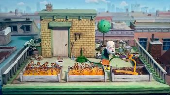 Cadbury Caramello TV Spot, 'Gardening' - Thumbnail 7