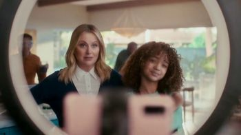 XFINITY TV Spot, 'The Bennetts Get to Work: $19.99' Featuring Amy Poehler - Thumbnail 7