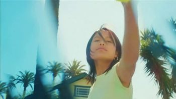 Starbucks Kiwi Starfruit Refresher TV Spot, 'Happy Place: Beach' Song by Julietta - Thumbnail 3