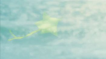 Starbucks Kiwi Starfruit Refresher TV Spot, 'Happy Place: Beach' Song by Julietta - Thumbnail 5