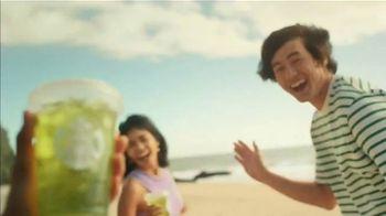 Starbucks Kiwi Starfruit Refresher TV Spot, 'Happy Place: Beach' Song by Julietta - Thumbnail 7
