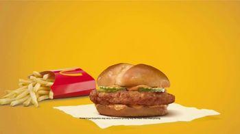 McDonald's Crispy Chicken Sandwich Combo TV Spot, 'Crispy, Juicy, Tender' Song by Tay Keith - Thumbnail 7