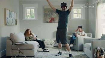 PNC Bank Virtual Wallet TV Spot, 'VR Goggles: Low Cash Mode' - Thumbnail 5